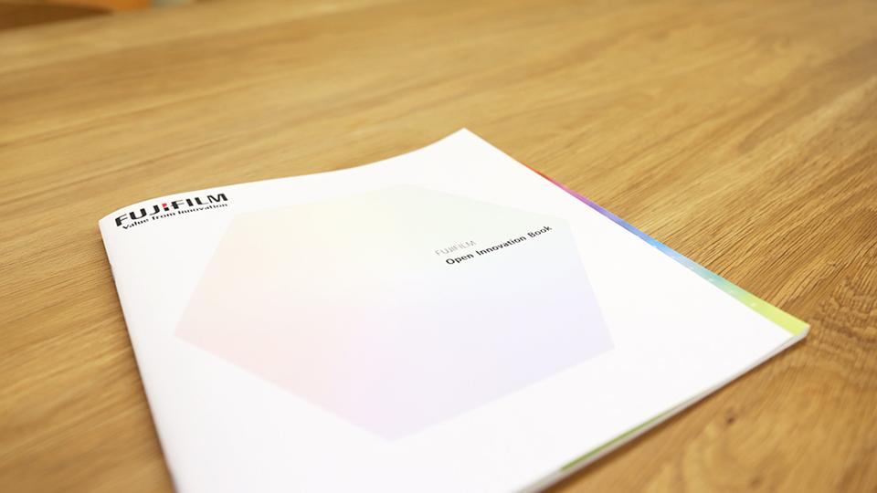 画像:研究機関案内パンフレット制作/富士フイルム